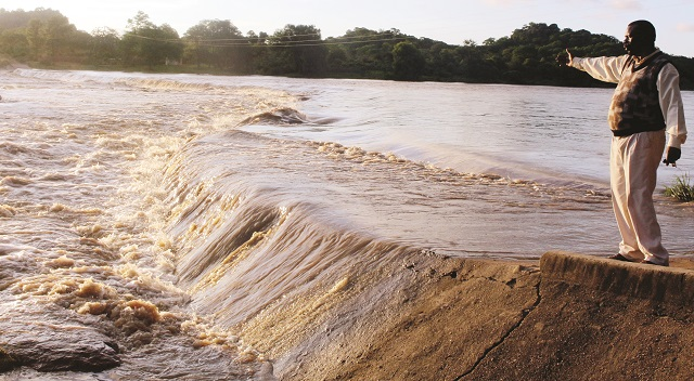 Tuli-floods-cuts-off-MatSouth-villages Zimbabwe
